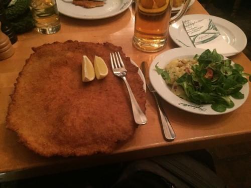 Traditionsschnitzel beim Figlmüller Wien